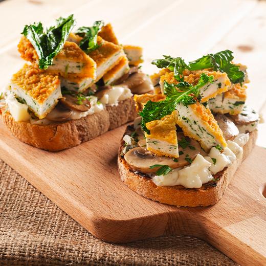 Fette di pane con formaggio, funghi e Spinacine di AIA Food, Agricola Italiana Alimentare